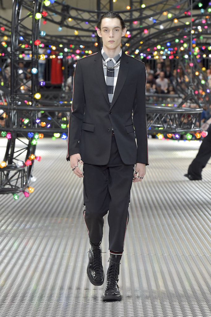 Dior_Homme_mss17_look_01