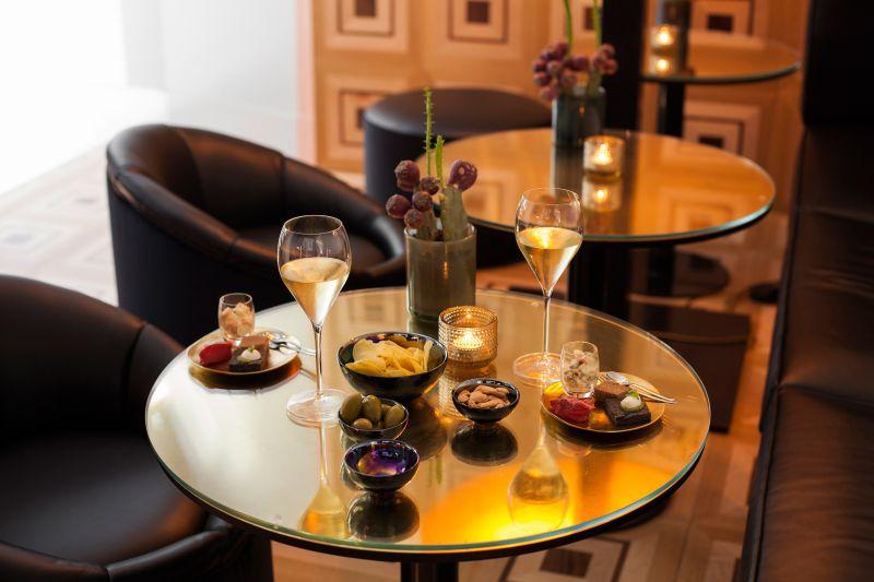 Senato Caffé & Franciacorta Bar at Senato Hotel Milano. Project by Alessandro Bianchi