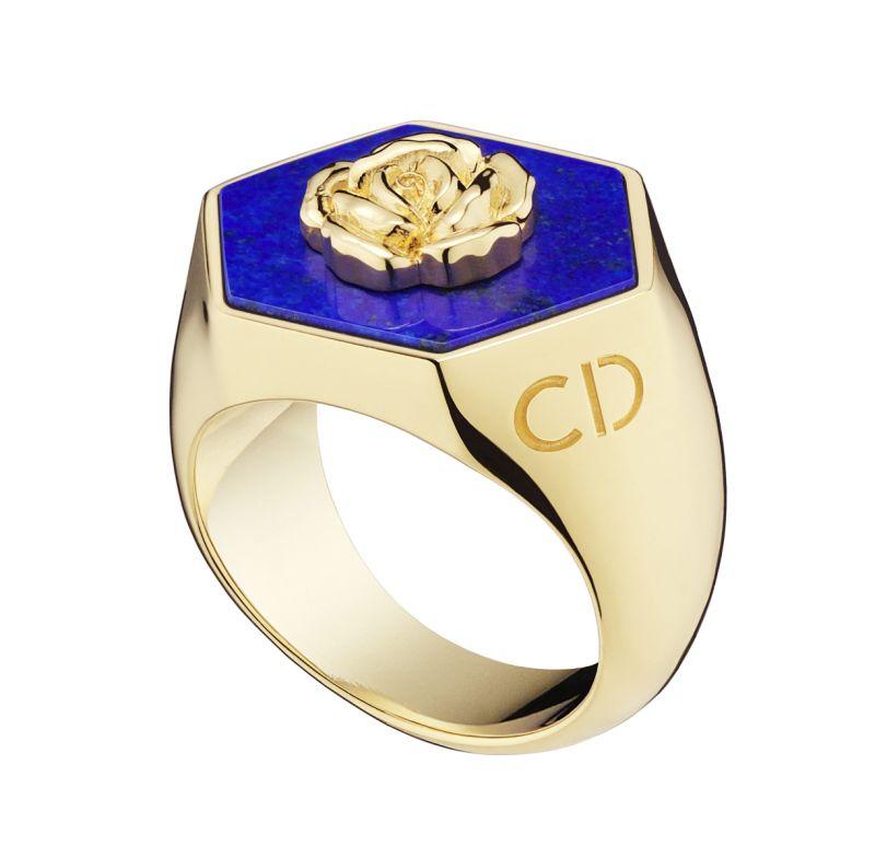 Chevaliere-Lucky-Dior-motif-rose-en-metal-finition-or-et-lapis-lazuli