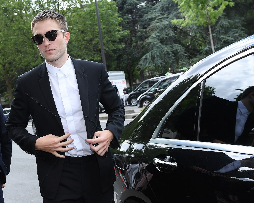PARIS, FRANCE - JUNE 25: Robert Pattinson is seen arriving at Dior Show during Paris Fashion Week - Menswear Spring/Summer 2017 on June 25, 2016 in Paris, France. (Photo by Jacopo Raule/GC Images)